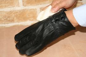革手袋(グローブ)のお手入れ方法