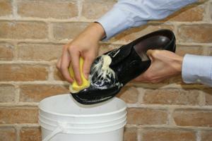 サドルソープの使用方法(表革靴のクリーニング)